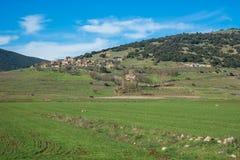 Groene vlaktes en bergen rond Vitina, de Peloponnesus, Griekenland stock afbeelding