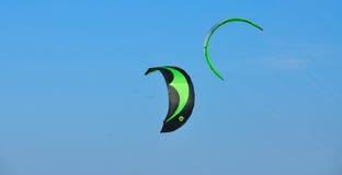 Groene vliegers  stock foto's