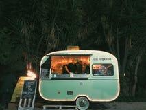 Groene Voedselvrachtwagen Stock Afbeelding