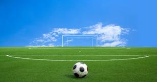 Groene voetbal stock afbeelding