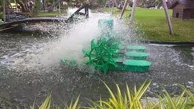 Groene Water hydraulische turbine stock footage