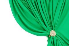 Groene zijdegordijnen met een klem stock afbeeldingen
