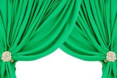 Groene zijdegordijnen met een klem stock foto's