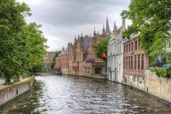 Groenerei kanal av Bruges, Belgien arkivfoto