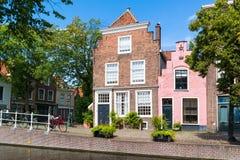 Groenhazengracht kanal i Leiden, södra Holland, Nederländerna Arkivbilder