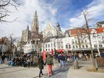 Groenplaats i katedra Nasz dama w Antwerp, Belgia zdjęcie stock