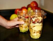 Groente en fruitmengeling klaar voor smoothies Stock Afbeeldingen