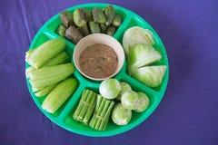 Groente op plaat met Thaise Spaanse pepers sause Royalty-vrije Stock Afbeeldingen