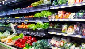 Groenten bij de supermarkt Royalty-vrije Stock Foto's