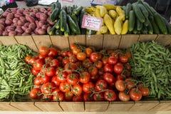 Groenten bij een landbouwersmarkt Stock Foto's