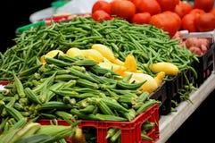 Groenten bij een tribune van de landbouwersmarkt Royalty-vrije Stock Fotografie