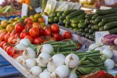 Groenten bij straatmarkt (Guardamar del segura, Spanje) stock afbeeldingen