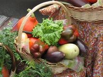 Groenten in een mand, stilleven Stock Foto