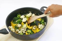 Groenten in een pan Stock Afbeeldingen