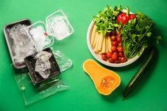 Groenten en beschikbaar plastic pakket stock foto
