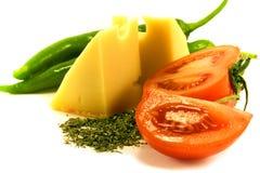 Groenten en kaas op wit Royalty-vrije Stock Afbeeldingen