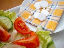 Groenten en pillen Stock Foto's