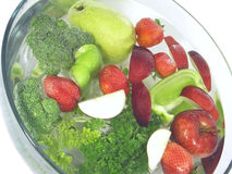 Groenten en vruchten in een duidelijke kom; 5 van 5 Royalty-vrije Stock Afbeelding
