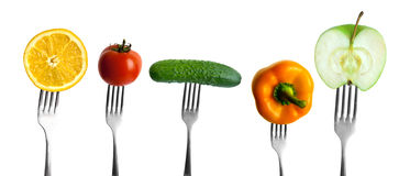 Groenten en vruchten op vorken stock fotografie
