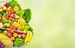 Groenten en vruchten over groene achtergrond stock afbeeldingen