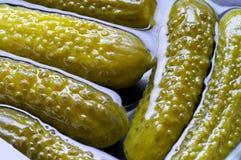 Groenten in het zuur (komkommers) Stock Afbeeldingen