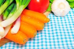 Groenten op een keukendoek Stock Afbeelding