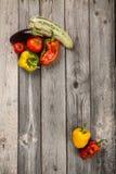 Groenten op houten lijst Stock Fotografie