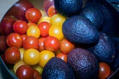 Groenten voor het koken Tomaten, Spaanse pepers, selderie en avocado royalty-vrije stock afbeeldingen