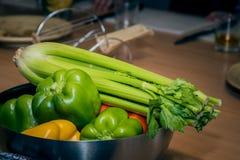 Groenten voor het koken Tomaten, Spaanse pepers, selderie en avocado royalty-vrije stock foto's