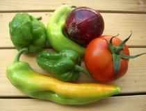Groenten voor salade, peper, ui en tomaat Stock Foto's