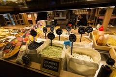 Groenten voor verkoop in de markt van San Miguel, Madrid Stock Fotografie