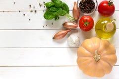 Groentenachtergrond van ingrediënten voor pompoensoep Hoogste mening Stock Foto's