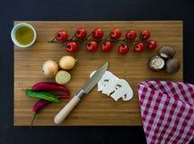 Groentenvoorbereiding op houten raad Stock Fotografie