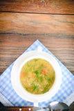groentesoep in een witte plaat Royalty-vrije Stock Afbeeldingen