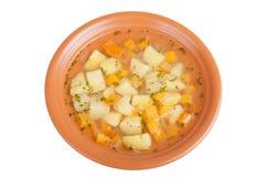 Groentesoep met aardappels op witte achtergrond worden geïsoleerd die Royalty-vrije Stock Foto's