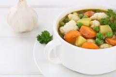 Groentesoepmaaltijd met groenten in kom Royalty-vrije Stock Foto