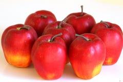 Groep appelen op wit stock afbeelding