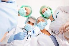 Groep artsen in werkende ruimte Stock Fotografie