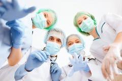 Groep artsen in werkende ruimte Stock Afbeelding