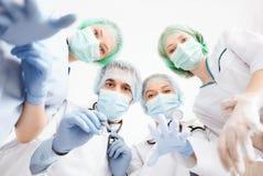 Groep artsen in werkende ruimte Royalty-vrije Stock Foto's
