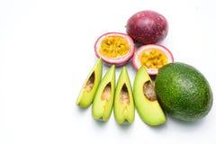 Groep avocado's en passievrucht op een wit Stock Foto's