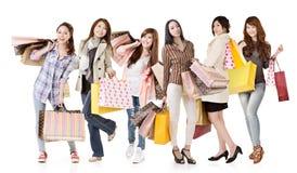 Groep Aziatische winkelende vrouwen Stock Foto's