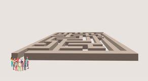 Groep bedrijfsmensen die de juiste manier van een labyrint kiezen Stock Foto's