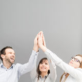 Groep bedrijfsmensen die en van het succes genieten vieren stock afbeeldingen