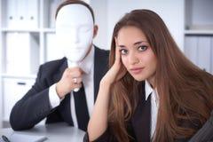 Groep bedrijfsmensen op een vergadering Negatief concept, Gebrek aan begrip, gebrek aan overeenkomst stock foto