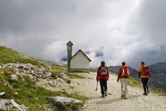 Groep bergbeklimmers in Dolomiet Stock Foto's