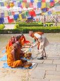 Groep boeddhistische monniken in lumbini, Nepal stock foto's
