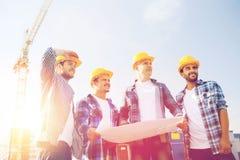 Groep bouwers met tabletpc en blauwdruk Royalty-vrije Stock Fotografie
