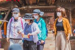 Groep Buitenlandse Toeristen, Reizigers bij het Vierkant van Katmandu Durbar royalty-vrije stock fotografie