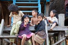 Groep Cambodjaanse jonge geitjes Stock Afbeelding